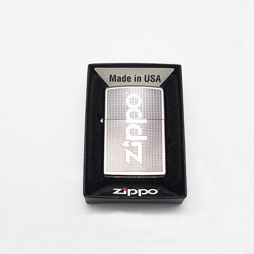 Bricheta Zippo model argintiu cu patratele